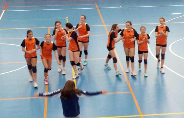 Celebracion de la victoria ante el CV La Calzada en voleibol