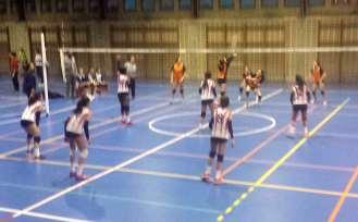 El equipo colegial, recibiendo un ataque rival.