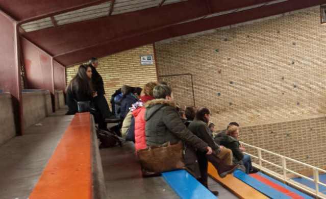 Lucía Ballvé en la grada del polideportivo colegial